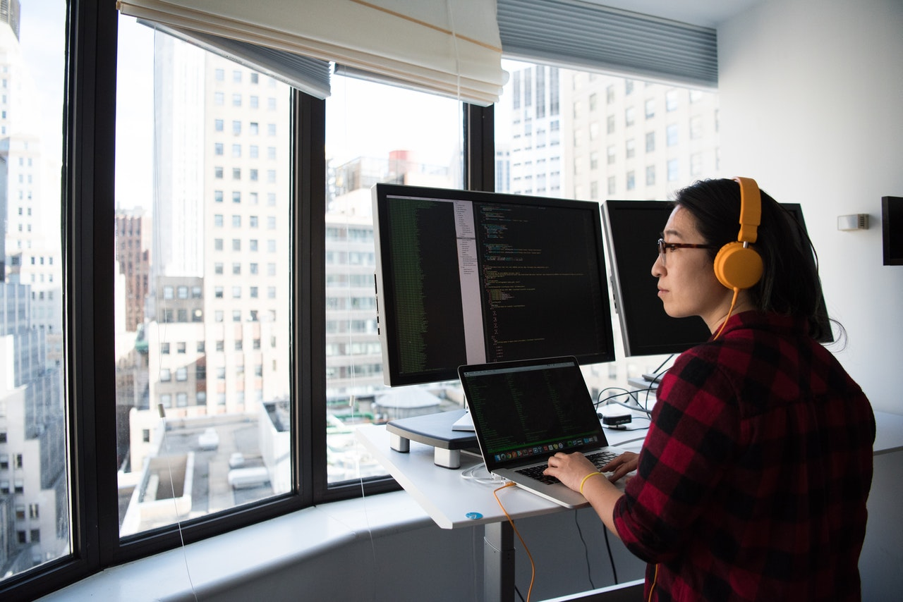 Nearshore IT outsourcing: 4 benefits to your company